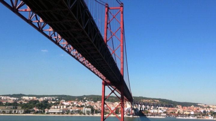 LISBOA BOM DIA. Frame video Ponte sul fiume Tejo